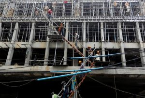 Labourers work at a construction site in Phnom Penh, Cambodia (Photo: Reuters/Samrang Pring).