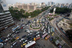 Vehicles are seen at Kawran Bazar roundabout in Dhaka, Bangladesh, June 22, 2017. (Photo: Reuters/Mohammad Ponir Hossain)