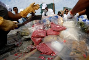 Cambodia's authorities prepare confiscated drugs before burning during a ceremony to mark the International Day against Drug Abuse and Illicit Trafficking, in Phnom Penh, Cambodia, 26 June 2017. (Photo: Reuters/Samrang Pring).