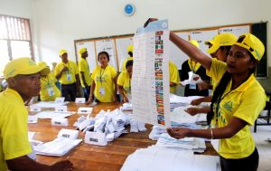 An election official holds a ballot during the counting process for parliamentary elections in Dili, East Timor 22 July 2017. (Photo: Reuters/Lirio da Fonseca).