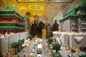 Customers look at Gate Towers of Zhengyang and Qianmen (part of Forbidden City) that were made with Lego bricks at a Lego store in Beijing, China, 13 January 2018 (Photo: Reuters/Jason Lee).