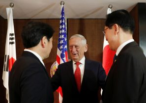 Japan's Defence Minister Itsunori Onodera, US Secretary of Defence Jim Mattis and South Korea's Defence Minister Song Young-moo attend a trilateral meeting on the sidelines of the IISS Shangri-La Dialogue in Singapore, 3 June 2018 (Photo: Reuters/Edgar Su).