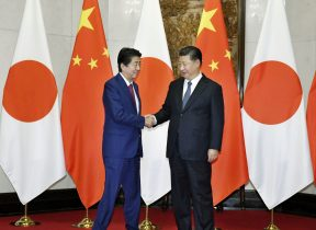 Japanese Prime Minister Shinzo Abe (left) shakes hands with Chinese President Xi Jinping during a meeting in Beijing, China, 26 October 2018 (Photo: Kyodo via Reuters).