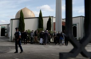A policeman stands guard as members of the Muslim community visit Al-Noor mosque after it was reopened in Christchurch, New Zealand, 23 March 2019 (Photo: Reuters/Edgar Su).
