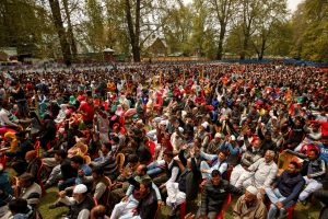 Supporters of Kashmir's National Conference (NC) party shout slogans during an election campaign rally in Srinagar, 15 April 2019. (Photo: REUTERS/Danish Ismail)