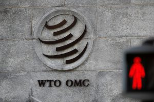 A logo is pictured outside the World Trade Organization (WTO) headquarters next to a red traffic light in Geneva, Switzerland, 2 October 2018 (Photo: Reuters/Denis Balibouse).