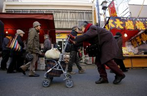 An elderly woman walks on a street in Tokyo's Sugamo district, 14 January 2015 (Photo: Reuters/Toru Hanai).