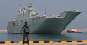 Sri Lankan Navy soldier stand guard as the HMAS Canberra sails into the main harbour in Colombo, Sri Lanka, 23 March 2019 (Photo: Reuters/Dinuka Liyanawatte).