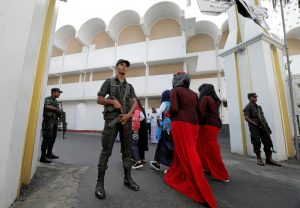 Sri Lankan army personnel stand guard near a mosque as Muslim devotees arrive to attend Eid al-Fitr prayers to mark the end of the holy fasting month of Ramadan in Colombo, Sri Lanka 5 June 2019. (Photo: REUTERS/ Dinuka Liyanawatte)