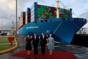 China's President Xi Jinping and Panama's President Juan Carlos Varela, flanked by their wives: Peng Liyuan and Lorena Castillo, pose for a picture at the Cocoli locks during a visit to the expanded Panama Canal, in Panama City, 3 December 2018 (Photo: Reuters/Carlos Jasso).