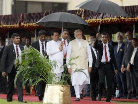 India's Prime Minister Narendra Modi arrives with Sri Lanka's President Maithripala Sirisena during his welcome ceremony at the Presidential Secretariat in Colombo, Sri Lanka, 9 June 2019. (Photo: REUTERS/ Dinuka Liyanawatte)