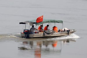 A Chinese boat with a team of geologists surveys the Mekong River, at the border between Laos and Thailand, 23 April 2017 (Photo: Reuters/Jorge Silva).