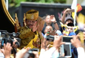 Brunei's Sultan Hassanal Bolkiah waves to people as he passes in a procession to mark his golden jubilee of his accession to the throne in Bandar Seri Begawan 5 October, 2017 (Photo: Reuters/Rani).