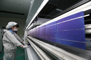 A Chinese worker checks photovoltaic cells for solar panels to be exported to the United States at a plant in Ganyu county, Lianyungang city, east China's Jiangsu province, 9 October 2014 (Photo: Reuters).