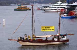 Protesters from Amnesty International display banners regarding the the Rohingya crisis in Myanmar as they sail a boat near the venue for the one-off summit of 10-member Association of Southeast Asian Nations (ASEAN) being held in Sydney, Australia, 16 March 2018 (Photo: REUTERS/David Gray).