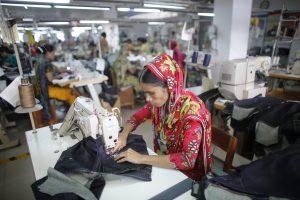 A worker works in a factory of Ananta Garments Ltd in Savar 10 June, 2014 (Photo: Reuters/Biraj).