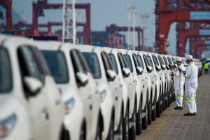 A total of 500 parallel-import SUVs of Toyota are lined up at a port in Shenzhen city, south China's Guangdong province, 10 April 2019 (Photo: Reuters).