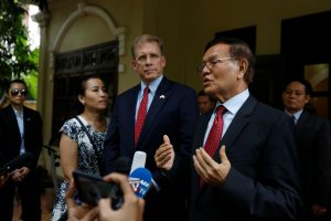 Leader of the Cambodia National Rescue Party (CNRP) Kem Sokha (R) speaks to media as U.S Ambassador to Cambodia Patrick Murphy look on after a meeting in Phnom Penh, Cambodia, 11 November 2019 (Photo: Reuters/Samrang Pring).