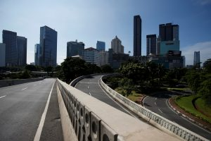 A view of almost empty main road amid the spread of coronavirus disease (COVID-19) in Jakarta, Indonesia, 31 March 2020 (Photo: REUTERS/Willy Kurniawan).