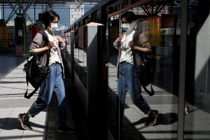 A woman wears a face mask as a mandatory precaution for riding on public transportation amid the coronavirus disease outbreak, in Taipei, Taiwan, 30 April, 202 (Photo: Reuters/Wang).