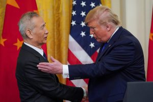 """U.S. President Donald Trump applauds greets Chinese Vice Premier Liu He prior to signing """"phase one"""" of the U.S.-China trade agreement with Liu in the East Room of the White House in Washington, U.S., 15 January 2020 (Reuters/Kevin Lamarque)."""