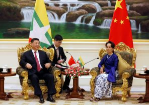 Myanmar's State Counselor Aung San Suu Kyi speaks with Chinese President Xi Jinping during their meeting in Naypyitaw, Myanmar 17 January 2020 (Photo: Reuters)