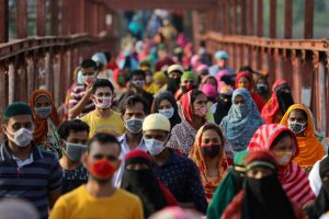 Garment workers return from a workplace as factories reopened after the government has eased the restrictions amid concerns over the coronavirus disease (COVID-19) outbreak in Dhaka, Bangladesh, 4 May, 2020 (Photo: Reuters/ Mohammad Ponir Hossain).