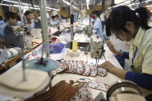 Labourers work at a shoe factory in Hanoi, Vietnam, 13 November 2014 (Photo: Reuters/Kham).