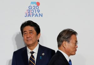 South Korean President Moon Jae-In is welcomed by Japanese Prime Minister Shinzo Abe upon his arrival for a welcome and family photo session at G20 leaders summit in Osaka, Japan, 28 June, 2019 (Photo: Reuters/Kim).