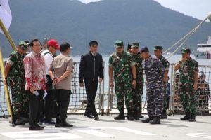 Indonesian President Joko Widodo visits a military base at Natuna, Indonesia, near the South China Sea, 9 January 2020 (Photo: Reuters/Antara Foto).