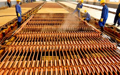 Workers are busy extracting copper at a local factory which resumes production, Hengfeng county, Shangrao city, east China's Jiangxi province, 13 April 2020. (Photo: Reuters via fachaoshi).