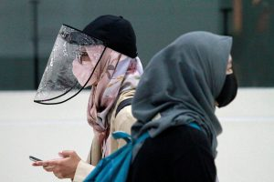 Women are pictured wearing a protective face mask and face shield as the Indonesian government eases restrictions to prevent the spread of the COVID-19 outbreak in Jakarta, Indonesia, 8 June 2020 (Reuters/Ajeng Dinar Ulfiana).