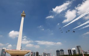 Indonesian Air Force planes fly near the National Monument in Jakarta, Indonesia, 17 August 2016 (Photo: Reuters/Iqro Rinaldi).