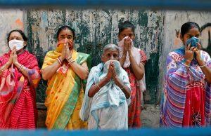 Women pray as a Hindu priest (not pictured) performs a 'Yagya', a Hindu ritual, for the eradication of COVID-19 in Kolkata, India, 28 April 2020 (Photo: Reuters/Rupak De Chowdhuri).