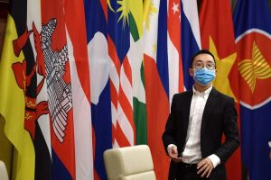 An official wearing a face mask looks on as Vietnam's Prime Minister Nguyen Xuan Phuc attends a special video conference with leaders of the Association of Southeast Asian Nations (ASEAN) on the coronavirus disease (COVID-19), in Hanoi 14 April 2020 (Photo: Reuters/Manan Vatsyayana).